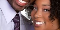 6314054-heureux-couple-noir-souriant